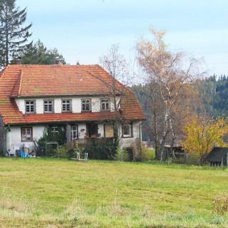 Ein altes Bauernhaus bei Langwaldschanze.