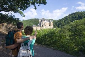 Blick auf Burg Eltz (Foto: , Quelle: Rhein-Mosel-Eifel-Touristik)