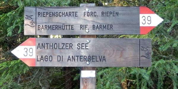 Wegweiser am Antholzer See