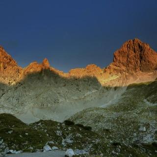 Morgenstimmung an der Lamsenspitze (2508 m - rechts im Bild)