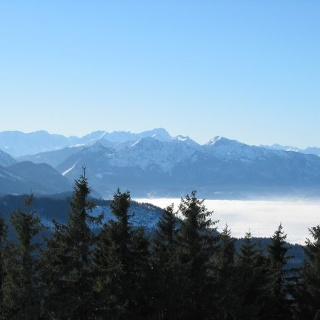 Blick vom Gipfel des Zwiesel zur Zugspite.