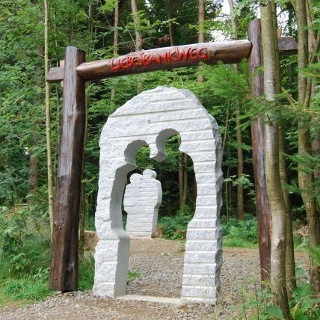 Durch das Tor der Liebe hindurch und auf geht's ins Abenteuer.