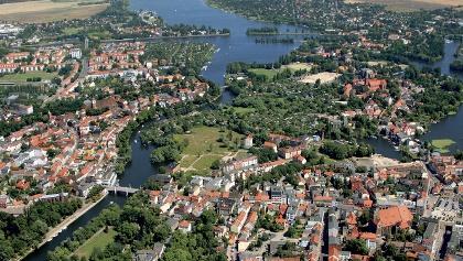 Wunderschön schmiegen sich im Havelland die Ortschaften an die Flüsse und Seen.