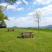 Blick von der Spitzhütte auf Hohenhewen und Hohenkrähen