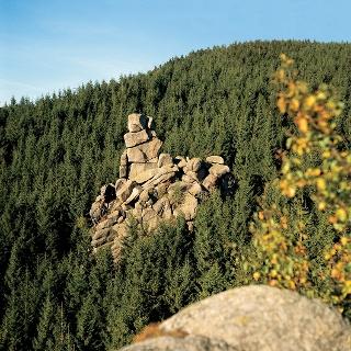 Eine der imposanten Granitformationen des Okertals.