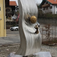 Das Ludwig Erhard-Denkmal in Gmund am Tegernsee.