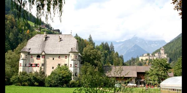 Schloss Neumelans und Burg Taufers in Sand in Taufers