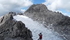 Auf 2750 m blicken wir erstmals auf den bis dato versteckten Vorderseeferner.