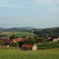 Bei Ponholz genießen wir den Ausblick über den Naturpark Bayerischer Wald.