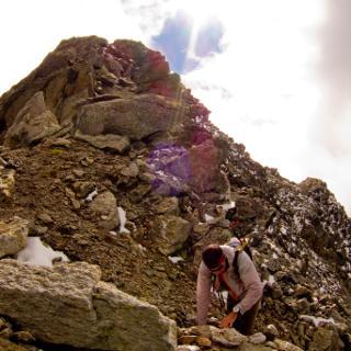 Auf dem Gipfelgrat mit Blick zum Gipfel.