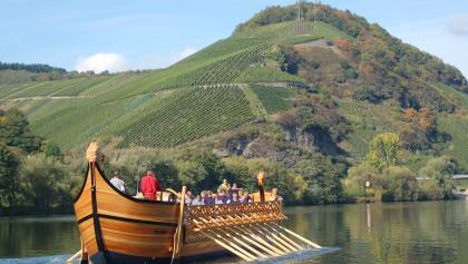 """Das rekonstruierte römische Weinschiff """"Stella Noviomagi"""" von Neumagen."""