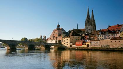 Unvergleichliches Ensemble und Weltkulturerbe: Steinerne Brücke und Dom St. Petrus