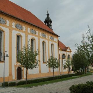 Die Kirche Heiligkreuz.