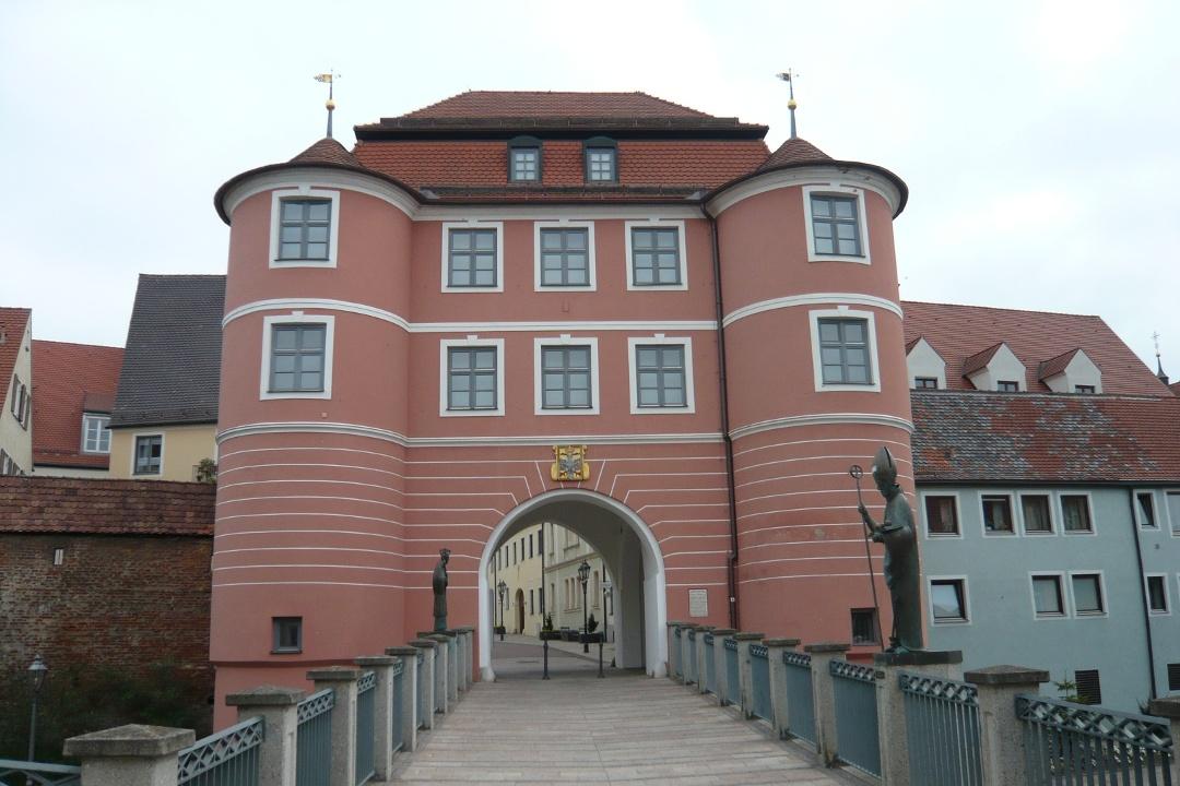 Beste Spielothek in Harburg finden