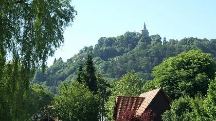 Das Kloster liegt hoch auf dem Marsberg.