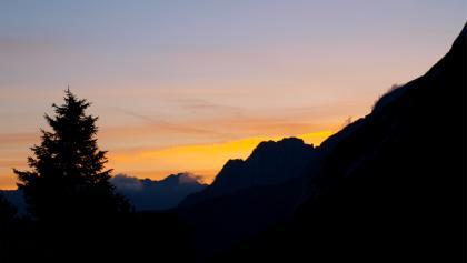 Sonnenaufgang am Wiesenplateau um 1850m