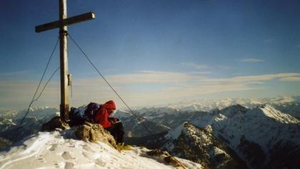 Auf dem Gipfel des Risserkogel (1826 m).