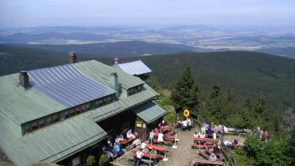 Die Osserhütte ist zu einem Treffpunkt von deutschen und tschechischen Wanderern geworden.