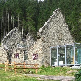 Nickelmuseum - historischer Schmelzofen im Obertal