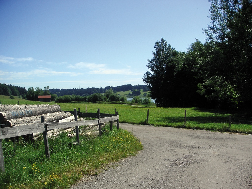 Wir wandern entlang des Rottachsees.  - @ Autor: Sulzberg  - © Quelle: Outdooractive Redaktion
