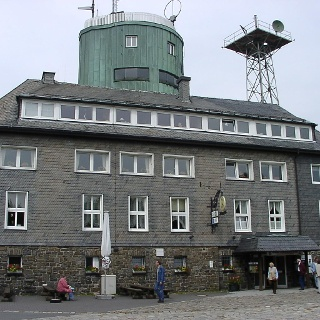 Restaurant mit Astenturm.
