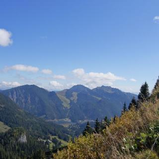 Blick vom Gipfelgrat der Bodenschneid