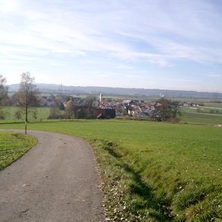Blick auf das Memminger Trockental mit Niederdorf.