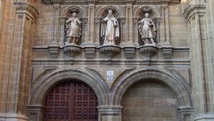 Die Kathedrale von Santo Domingo de la Calzada ist bekannt für ihre Hühner.
