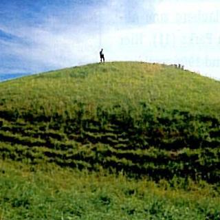 Der vermutlich größte Grabhügel wurde nach den Ausgrabungen rekonstruiert.