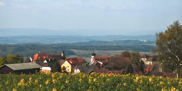 Blick von der Amalienhöhe auf Heiligenberg und in Richtung Hegau