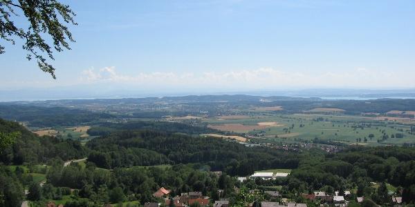 Blick vom Bellevue-Platz in Richtung Bodensee und Alpen