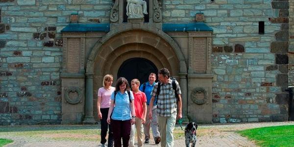 Eingangsportal der Pfarrkirche Paderborn-Neuenbeken