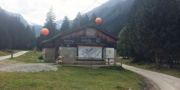Die Talstation der Materialseilbahn für die Innsbrucker Hütte.