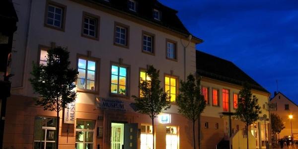 Diamantschleifermuseum Außenansicht bei Nacht