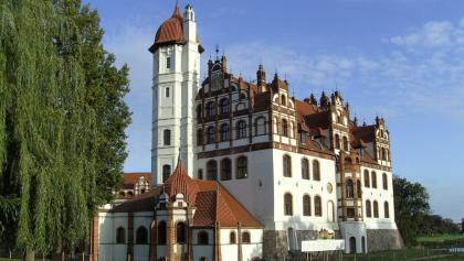 Wie in ein Märchen versetzt fühlt man sich beim Anblick von Schloss Basedow.