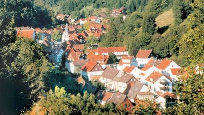 Geschützt und fast ein bisschen verwunschen liegt Bad Grund eingebettet zwischen Hügeln und Wäldern.