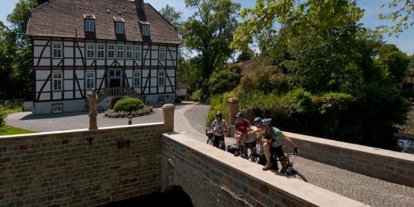 Mallinckrodthof Borchen mit Radfahrern