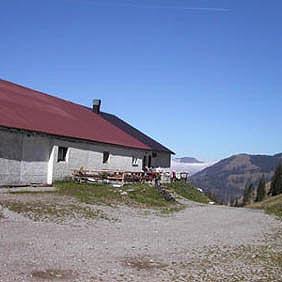 Stuibenalpe: Deftige Brotzeiten und Suppen gibt es von Mai bis Oktober.