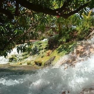 Wo sich heißes Quellwasser mit kühlem Fluss vermischt