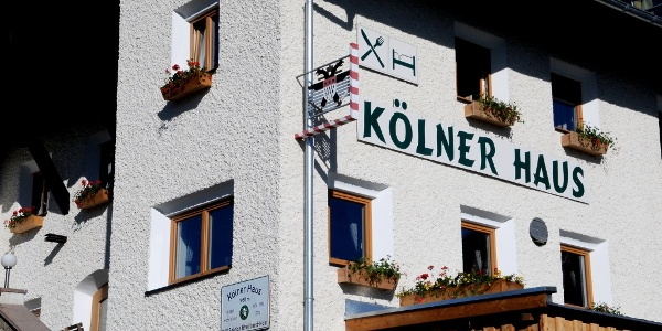 Kölner Haus mit Wappen