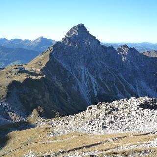 Die Hammersptizen und die Hochgehrenspitze über der Fiderepasshütte