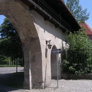 Wir passieren die Stadtmauer an der Klosterstraße.