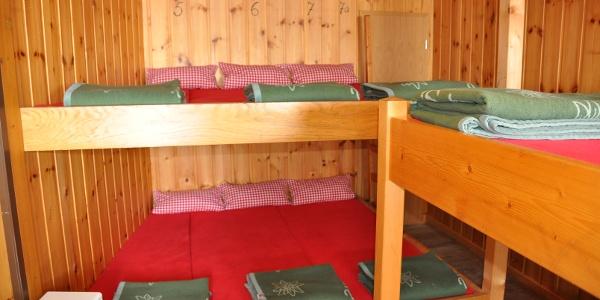 Das Matratzenlager im Untergeschoss