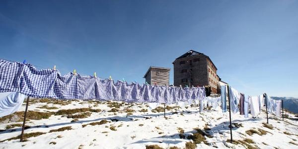 Bayrische Gebetsfahnen - Waschtag am Watzmannhaus