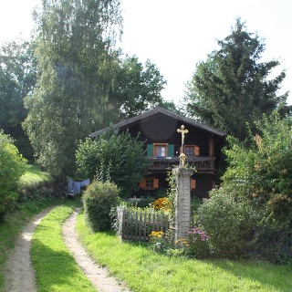 Bauernhäuser wie dieses begegnen uns häufig auf unserer Strecke.