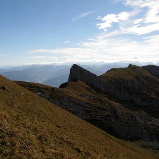 Blick von der Rofanspitze über den Sagzahn zum Vorderen Sonnwendjoch.