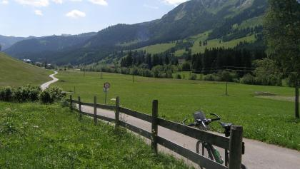 Im Tannheimer Tal fahren wir überwiegend auf ebenen und asphaltierten Wegen.
