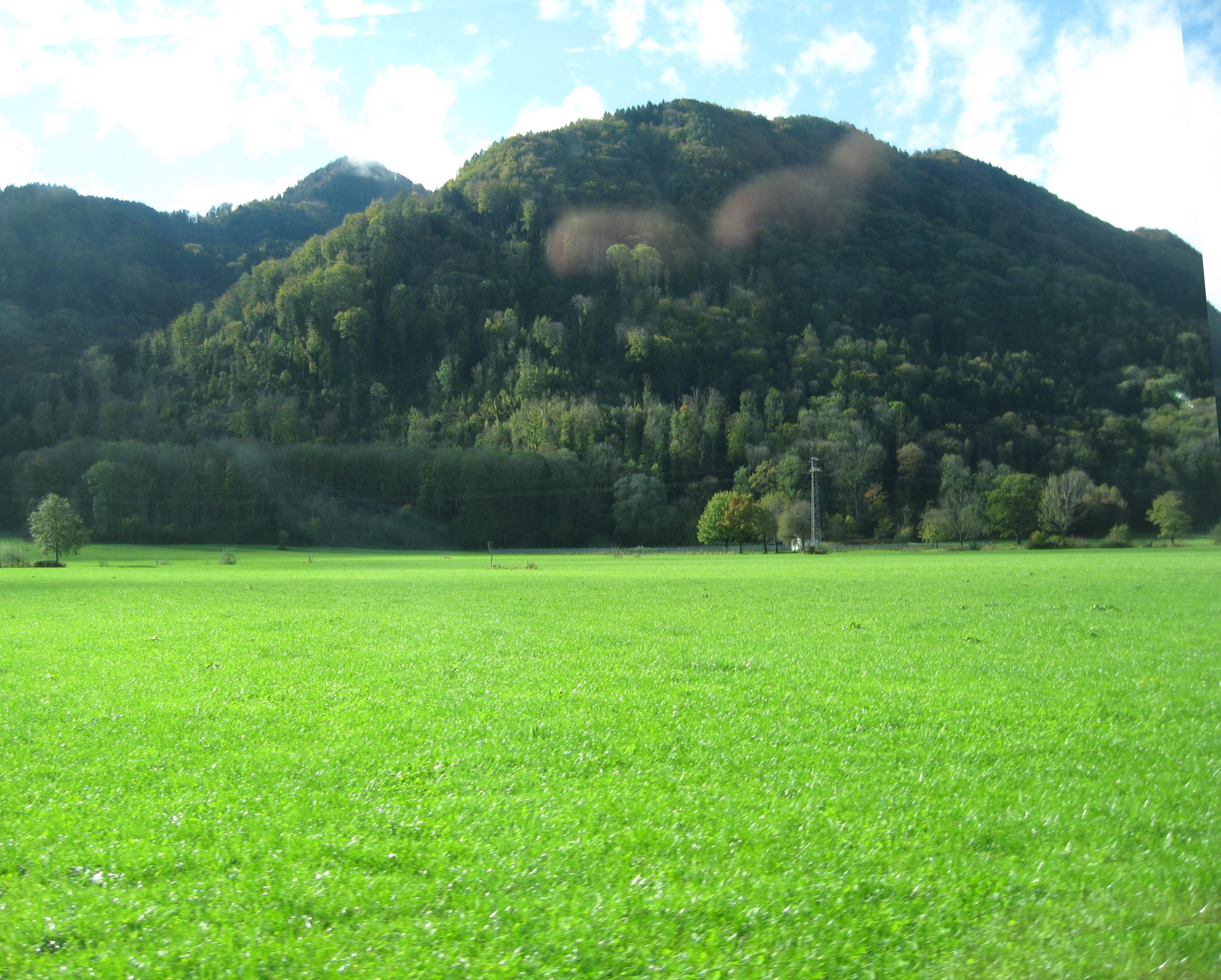 An den Bergen entlang