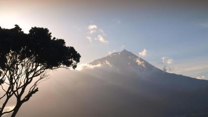Pico 2351m in voller Größe von Lajes gesehen