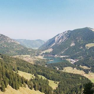 Blick vom Stolzenberg auf den Spitzingsee